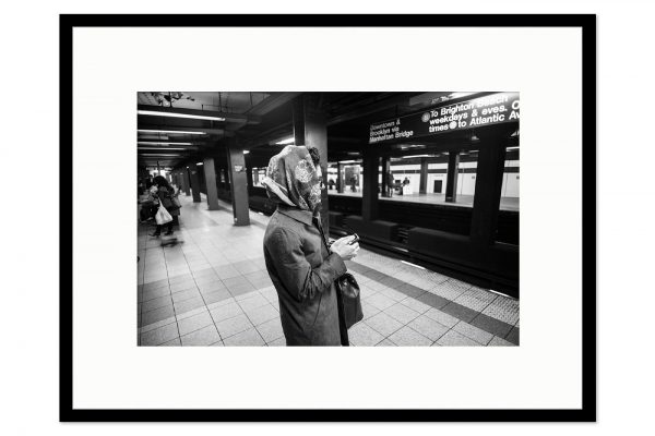 Gallery frame Lady Subway