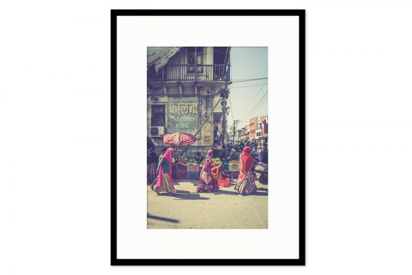 Gallery frame Three women at the market